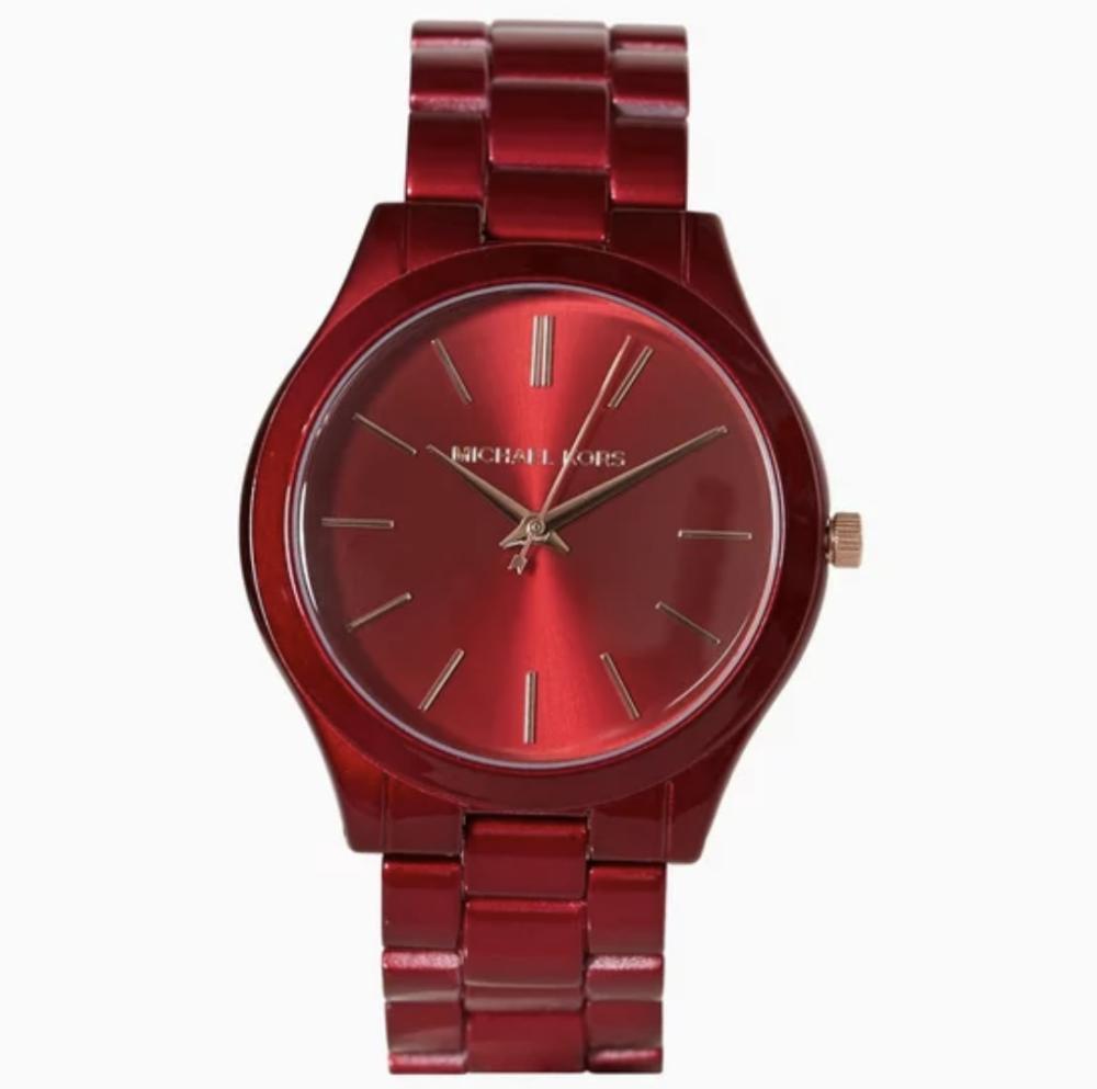 0c2ebc62086 Til den selvsikre kvinde med en personlig cool stil, er her et ur, der  absolut skiller sig ud fra mængden. For selvom uret har klassiske træk med  den ...