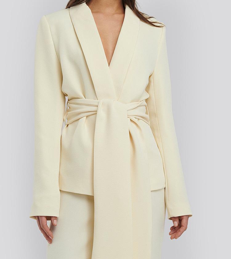 Flot og gult jakkesæt til kvinder