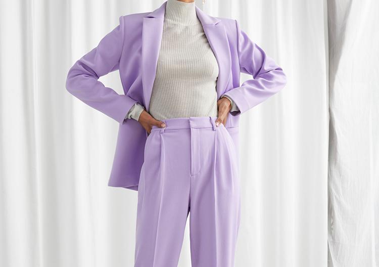Karismatisk lilla jakkesæt