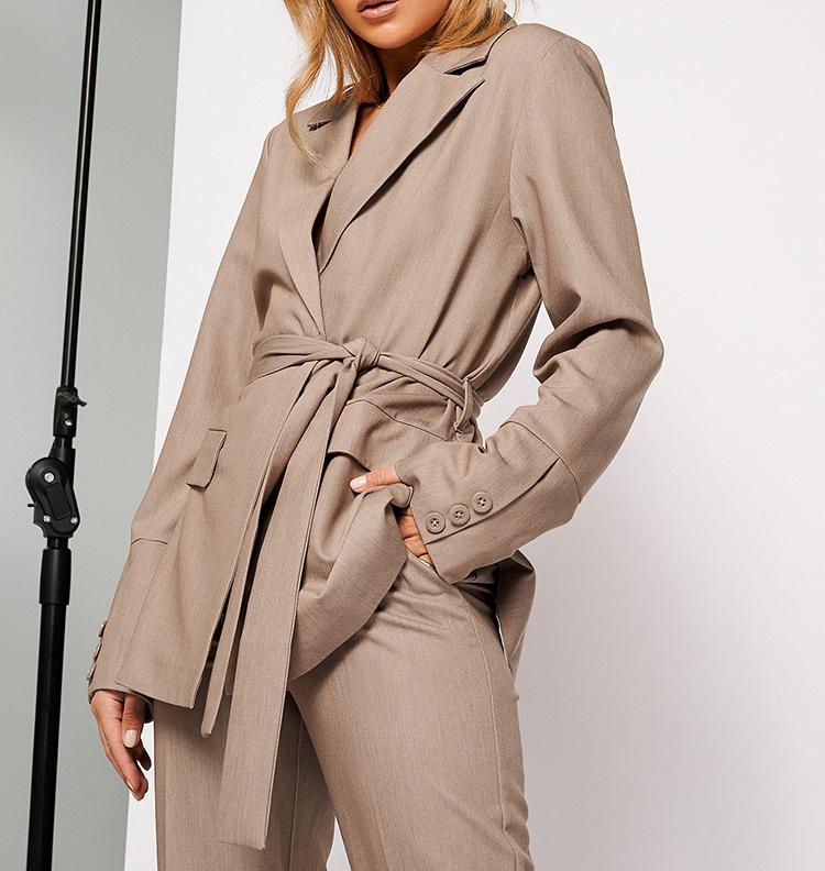 Smuk og elegant jakkesæt i beige