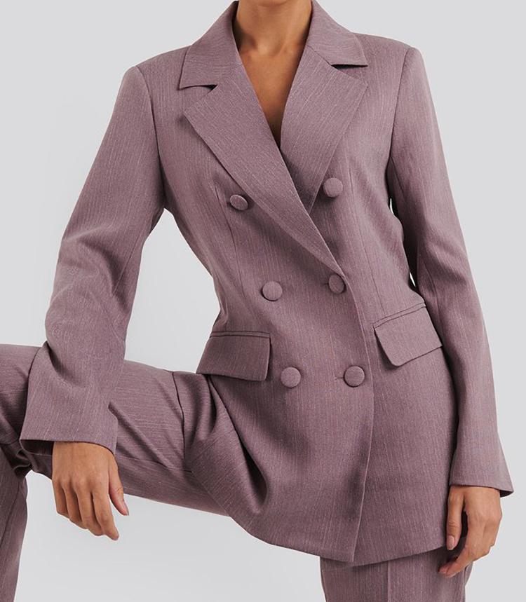 Smukt jakkesæt i støvet lilla