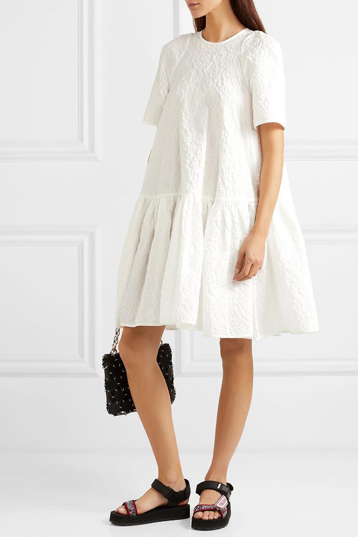 Ædel kjole i raffineret stof