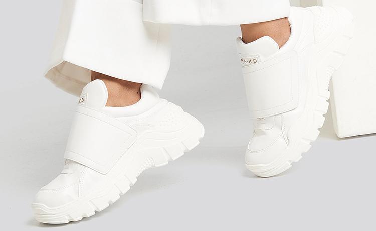 Billige hvide sneakers med velcrobånd