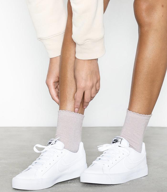 Billige minimalistiske sneakers til kvinder
