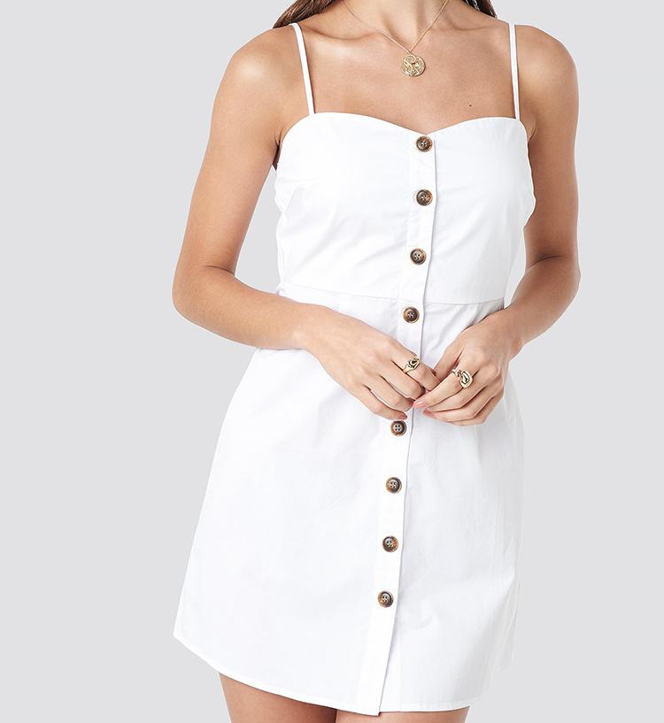 Hvid mini kjole med flotte knapper