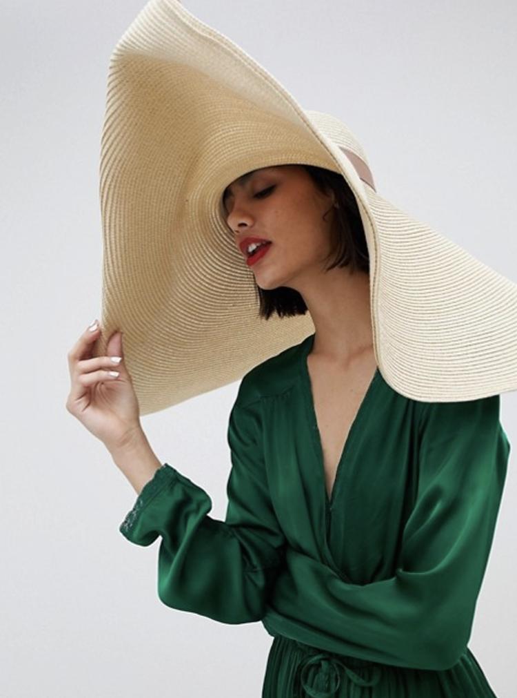 Ekstravagant sommerhat i klassisk design
