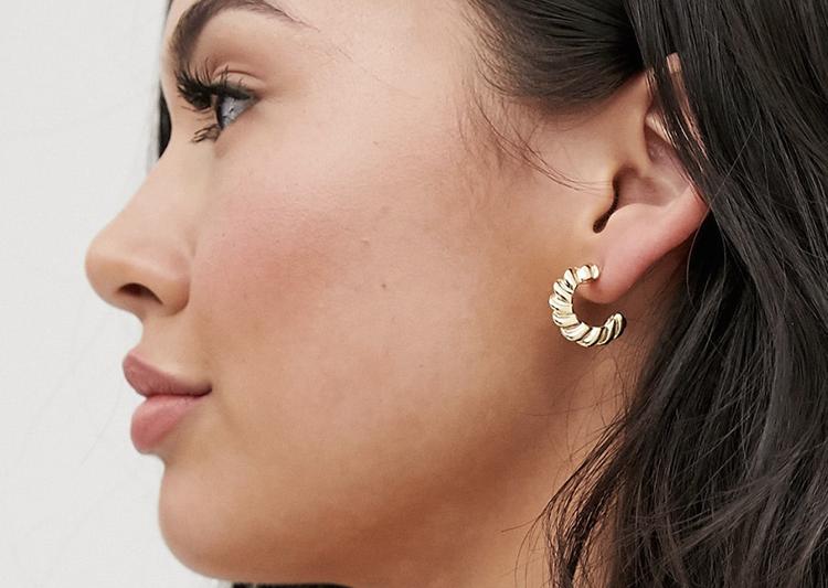 Stilfulde mormor øreringe i guld
