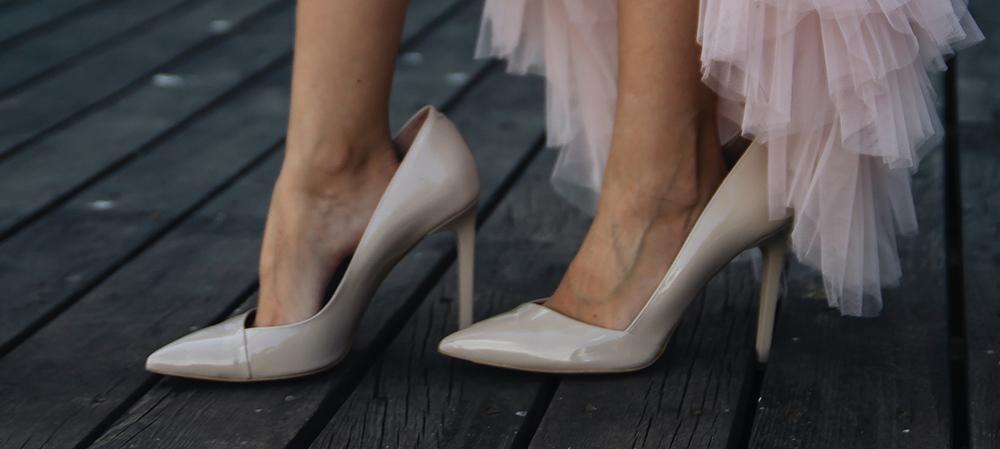 Vælg et par stiletter der passer din fod