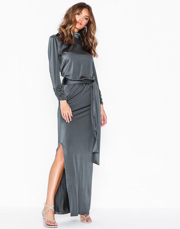 Elegant langærmet sølvkjole