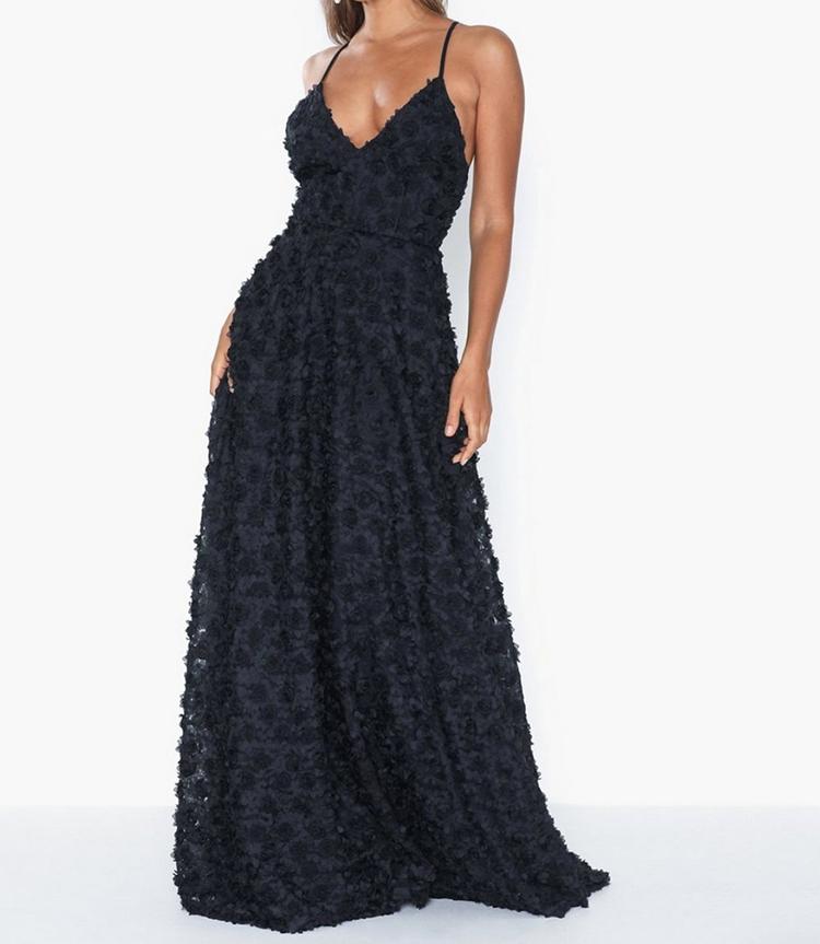 Luksuøs designerkjole med sorte roser