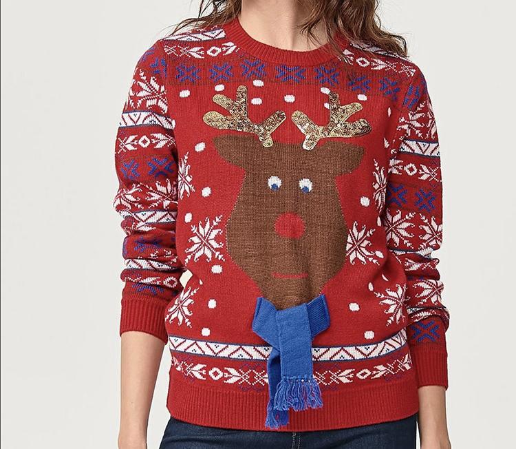 Rudolf julesweater med halstørklæde på