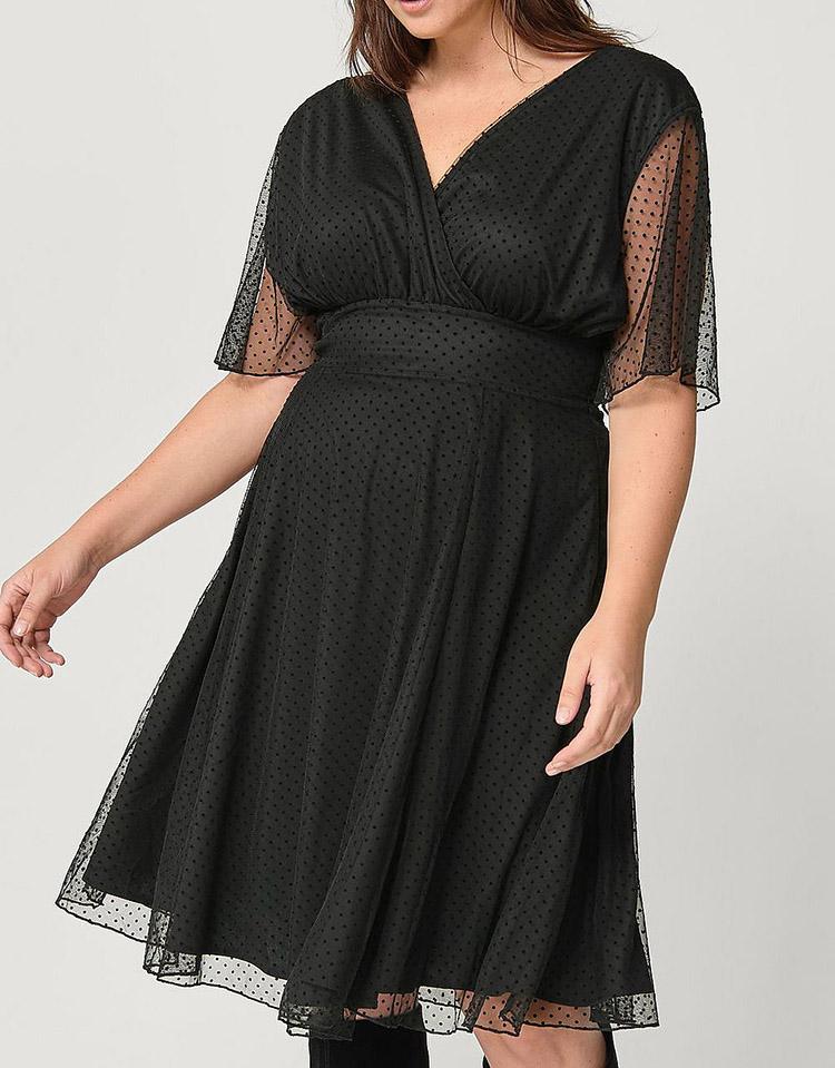 Yndig plus size kjole med fine detaljer