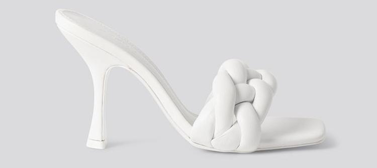 Flotte højhælede sandaler med et tvist