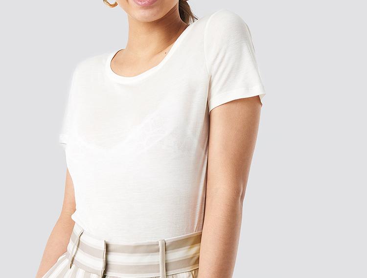 Løs og blød hvid t-shirt til kvinder