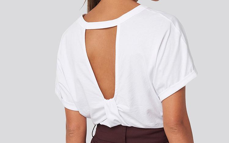 Smuk t-shirt med åben ryg