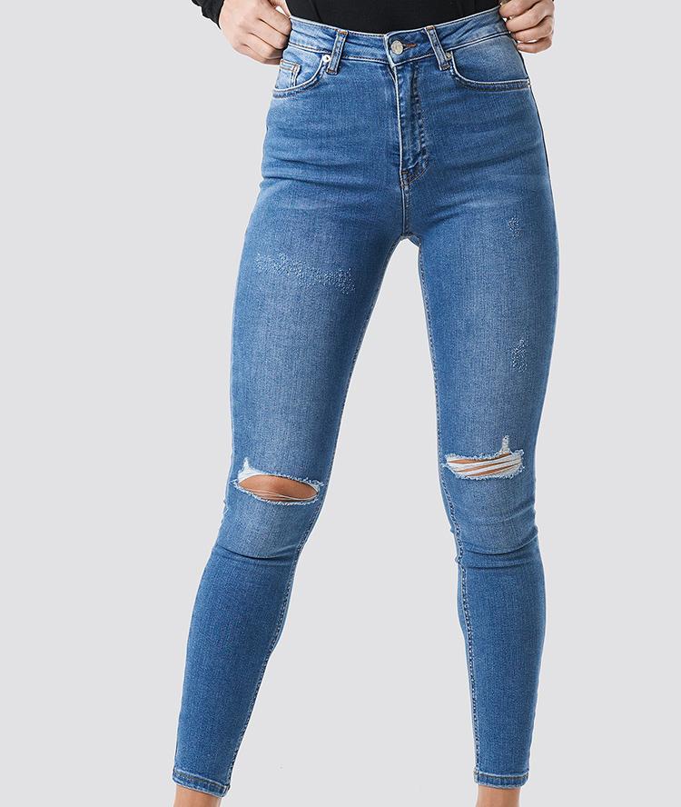 Flotte jeans med hullede knæ