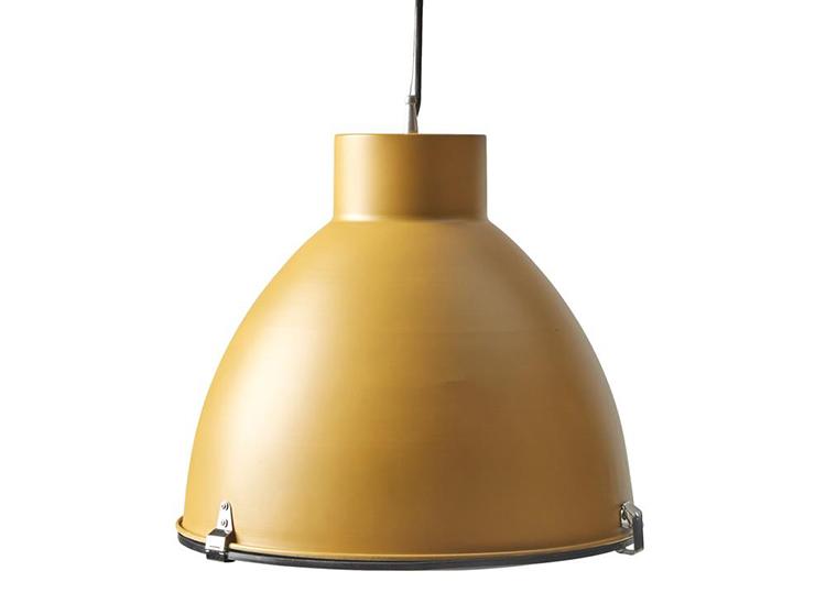 Gul lampe i industrielt design