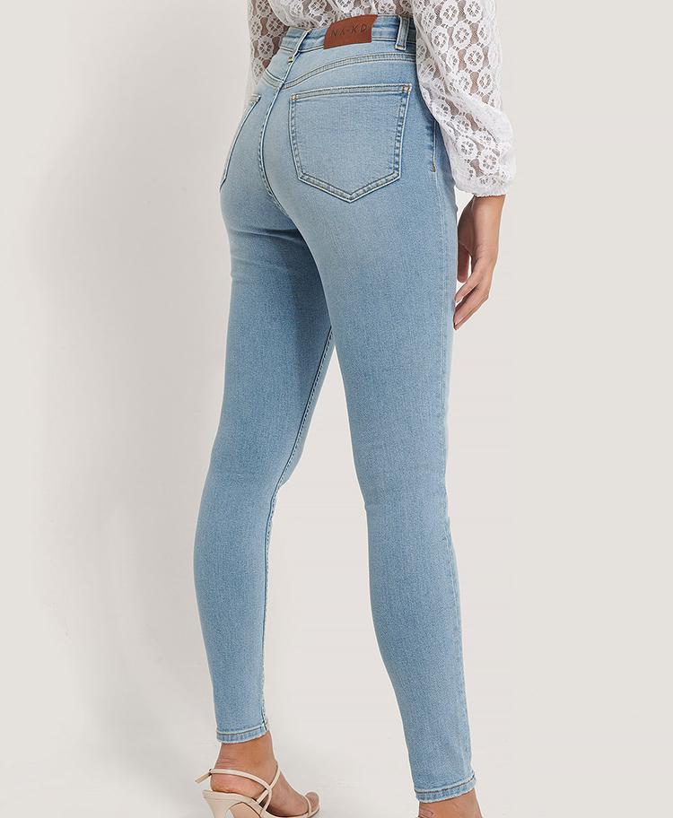 Højtaljede skinny jeans i lys denim