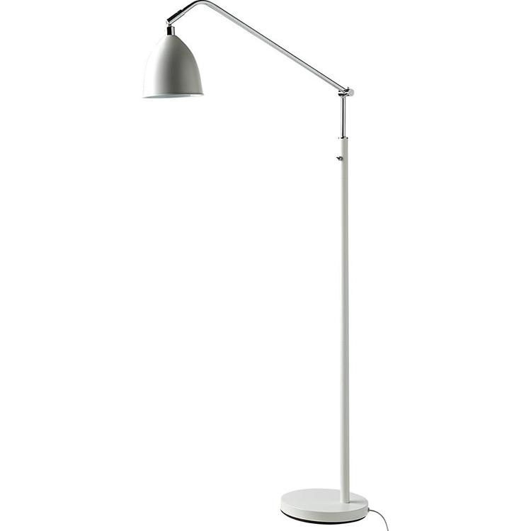 Hvid gulvlampe i romantisk nordisk design