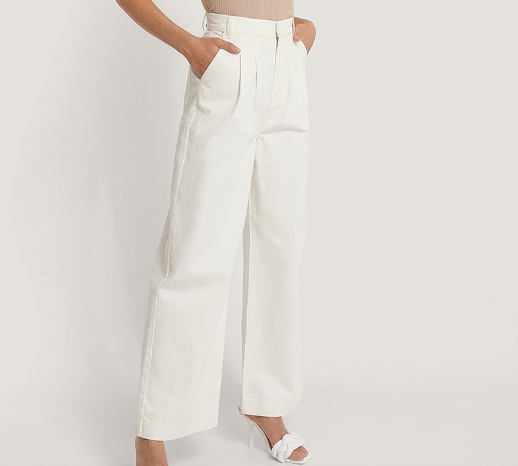 Hvide og elegante højtaljede jeans