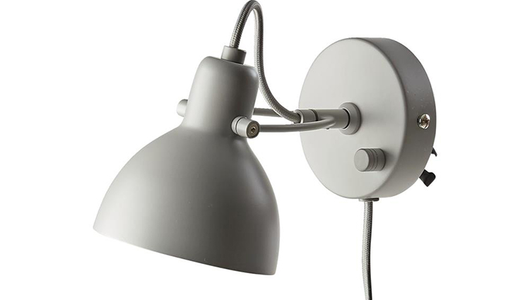 Pæn væglampe i traditionel stil