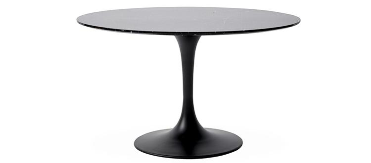 Smukt rundt spisebord med marmorplade