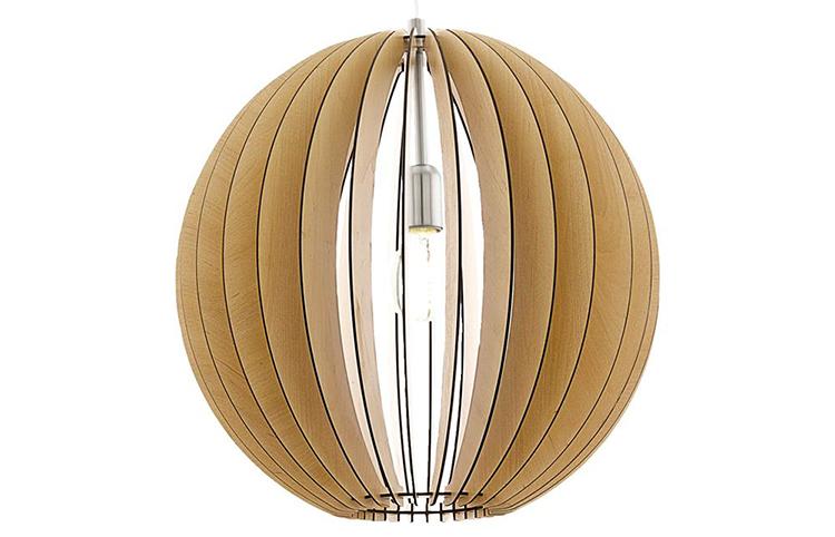 Loftlampe med grafisk lampeskærm i lyst træ