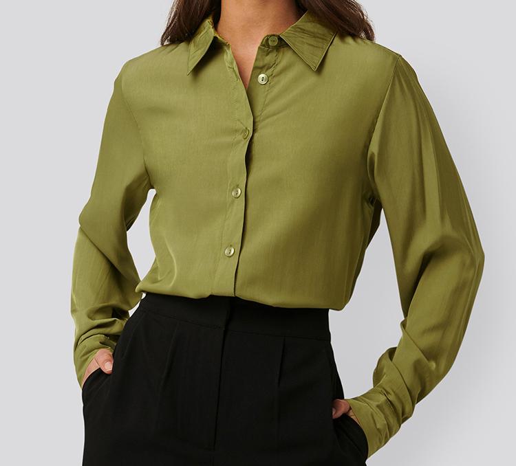 Elegant grøn skjorte i tyndt stof