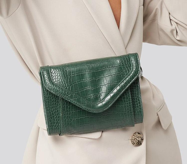 Grøn bæltetaske i slangepræget kunstlæder