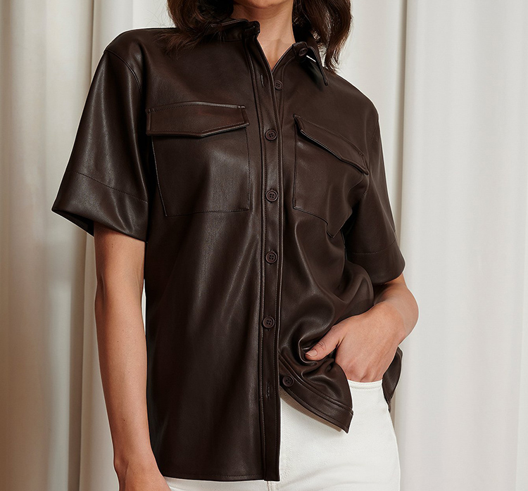 Kortærmede skjorte i kunstlæder
