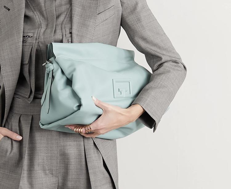 Lækker lyseblå Givenchy taske i læder