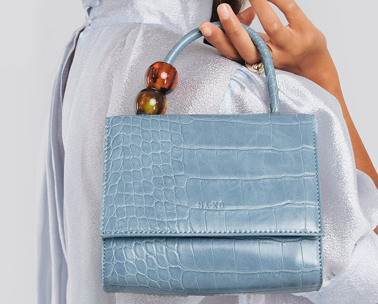Lille lyseblå håndtaske i anderledes design