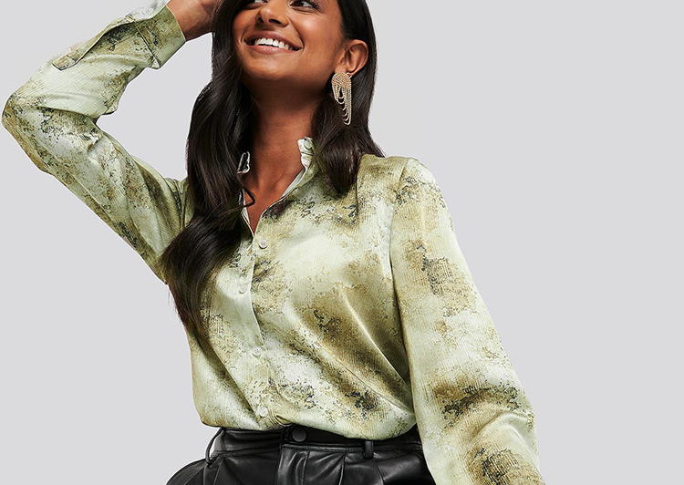 Mønstret silkeskjorte i grønne nuancer