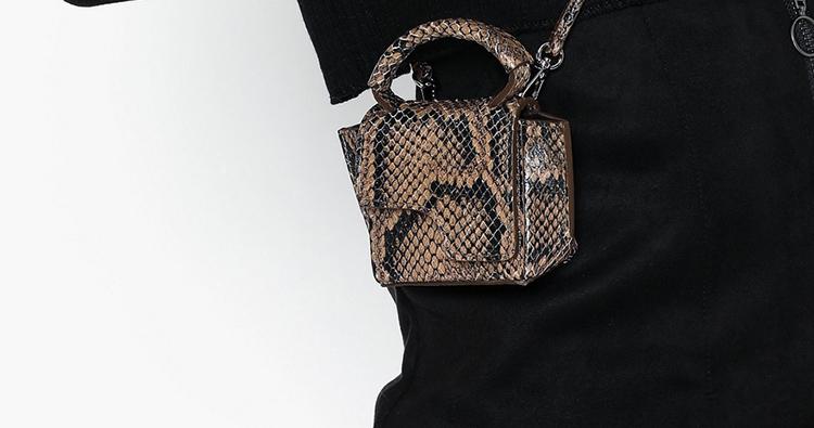 Mini taske i læder med langeskindsprægning