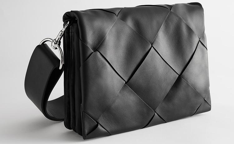 Rå og klassisk taske til kvinder
