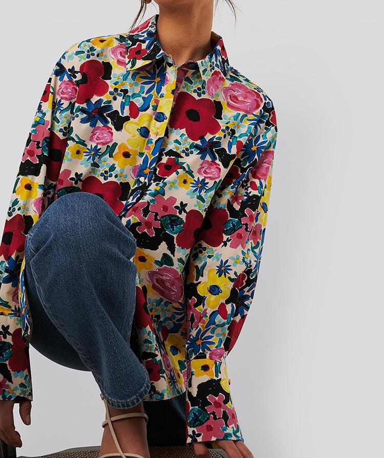 Skjorte med blomstrede 70'er print
