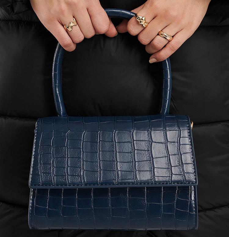 Smuk blå håndtaske i falsk krokodilleskind