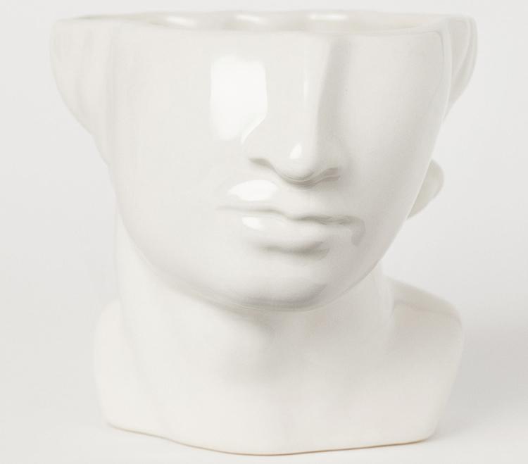 hvid vase i øjenhøjde