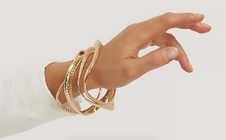 bølgede armbånd i rustikt design