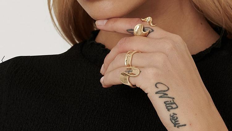 Billige og smukke asymmetriske ringe i guld