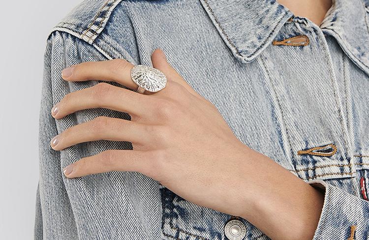 Flot sølvfarvede ring i vintage design