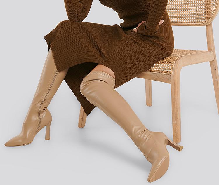 Beige, knæhøje støvler med hæl
