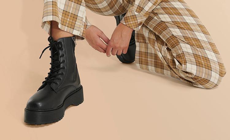 Flade støvler med kraftig gummisål