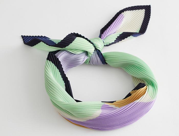Flot plisseret tørklæde i pastelfarver