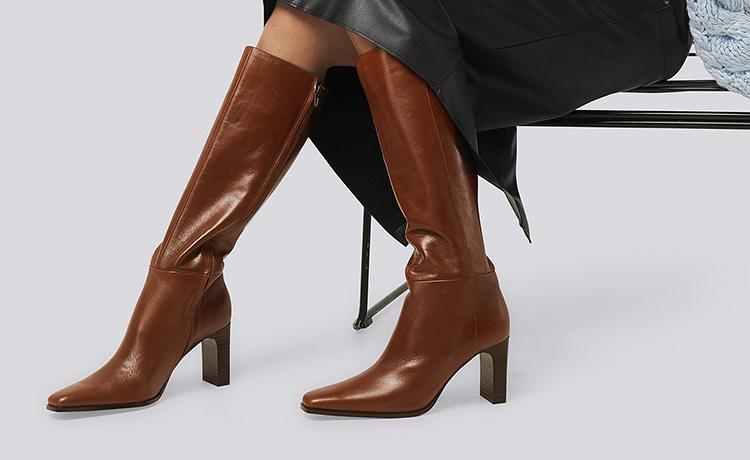 Flotte højhælede støvler i brun skind