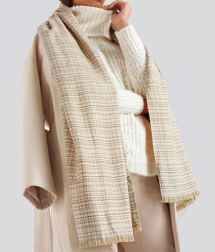 Lyst tørklæde til kvinder med fede tern