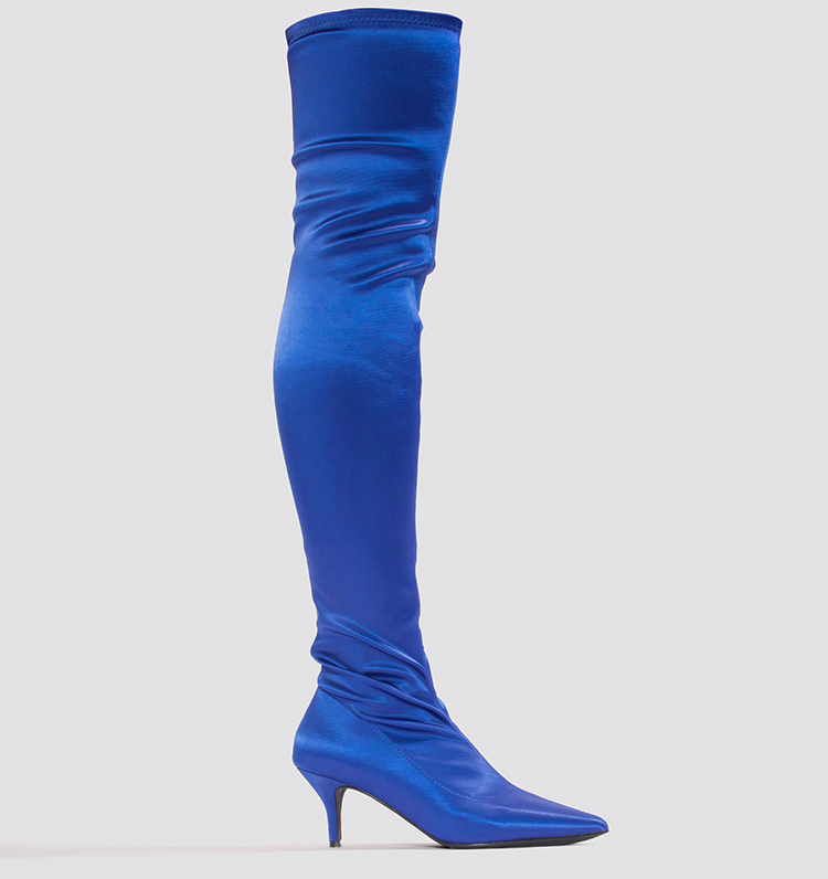 Modige knæhøje støvler i kraftig blå satin