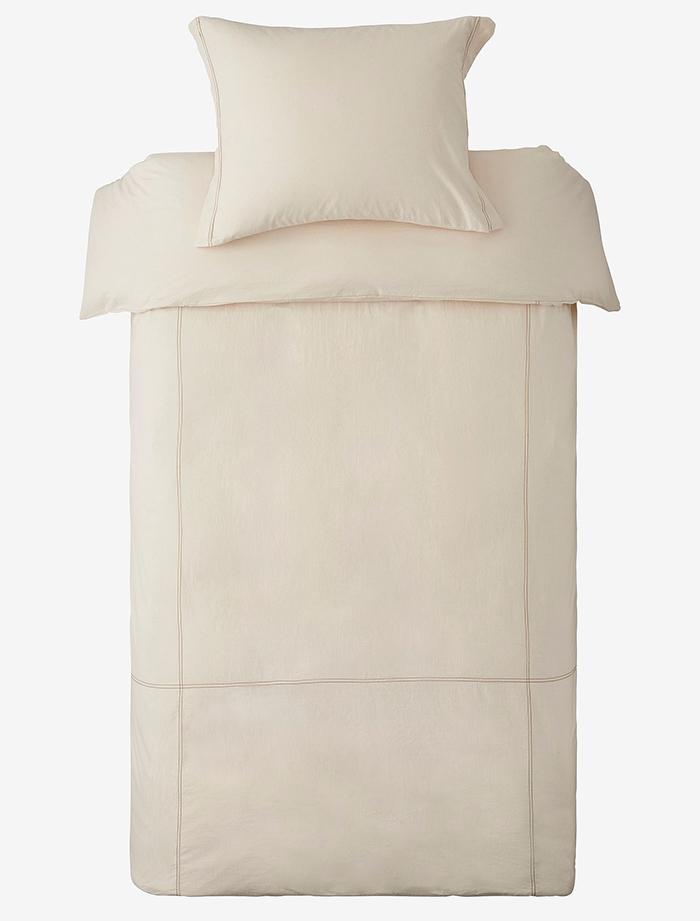 Smukt beige sengetøj med juliette mønster