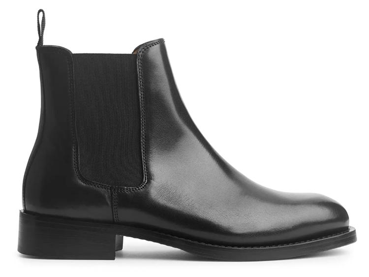 Sorte flade læderstøvler i klassisk stil