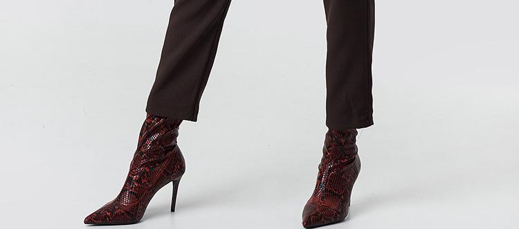 Stramme støvler med flot stilethæl
